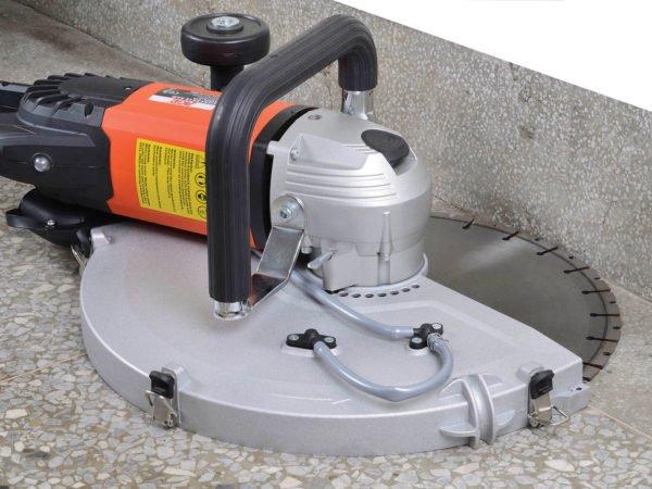 Kopírovací řezání pomocí pily na beton AGP C16